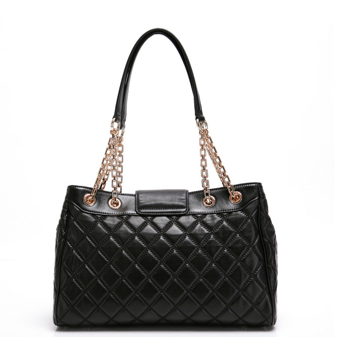 Dilaks Quilted Chain Bag Fitiny